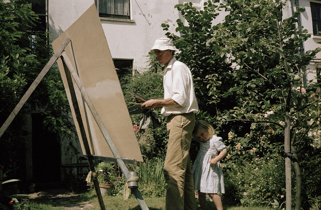 Sargy Mann (with Susanna) painting in the Garden of 58 Lyndhurst Grove