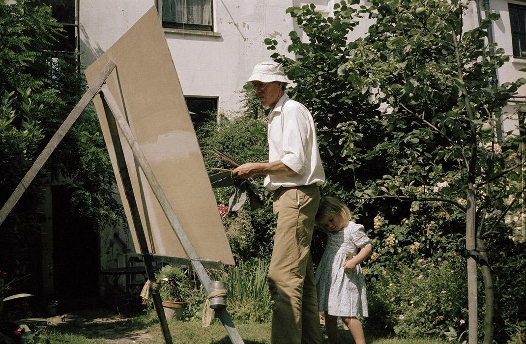 Sargy Mann (with Susanna) painting in the Garden of 58 Lyndhurst Grove